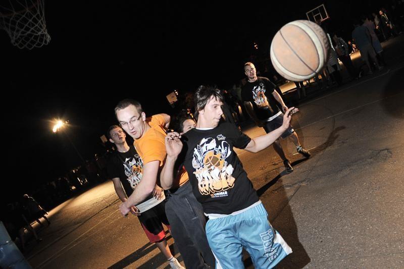 Kaune hiphopo ritmu siautė naktinis  krepšinis