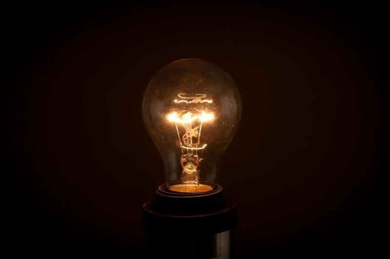 """""""Tyrėjų naktyje"""" – atsakymas, kaip iš agurko pasigaminti lemputę"""