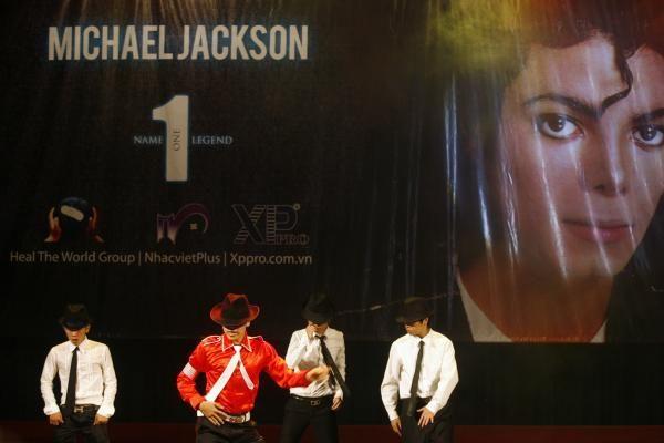 M.Jacksono turtas per metus padidėjo milijardu dolerių