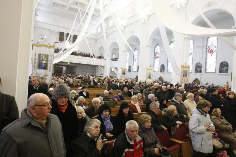 Telšių vyskupo aukojamose mišiose – tūkstančiai tikinčiųjų
