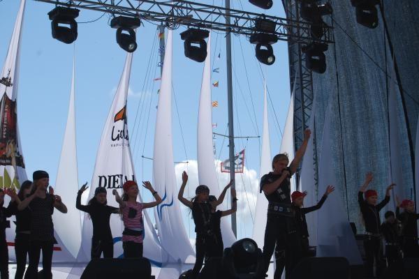Nidos festivalis: koncerte vaikams žvaigždės tapo pasakų herojais
