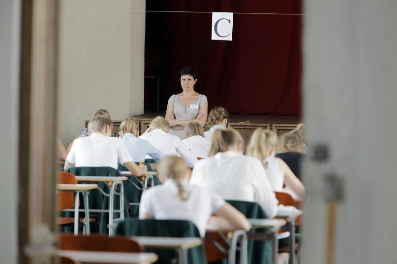 Abiturientai egzamino metu samprotavo apie maištininkus ir atlaidumą