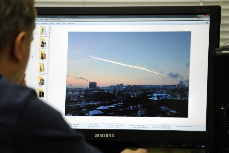 Rusija nutraukė per tūkstantį žmonių sužeidusio meteorito paieškas