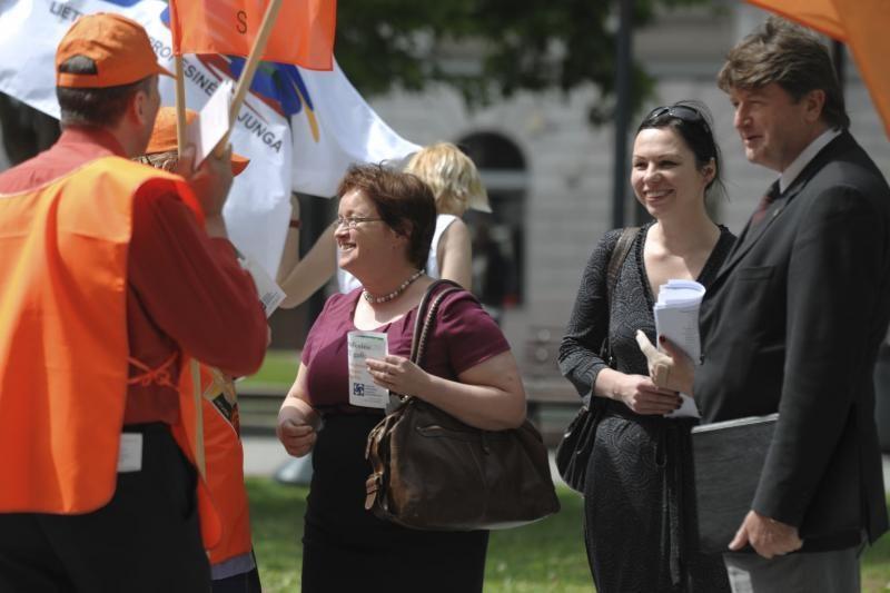 Profsąjungos surengė įspėjamąją akciją dėl darbo kodekso pataisų