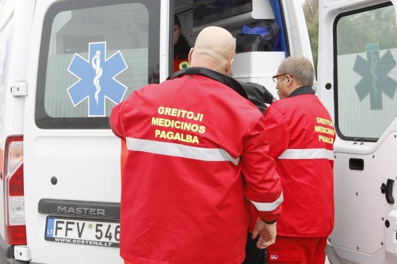 Kauno rajone žuvo automobilio partrenktas vyras