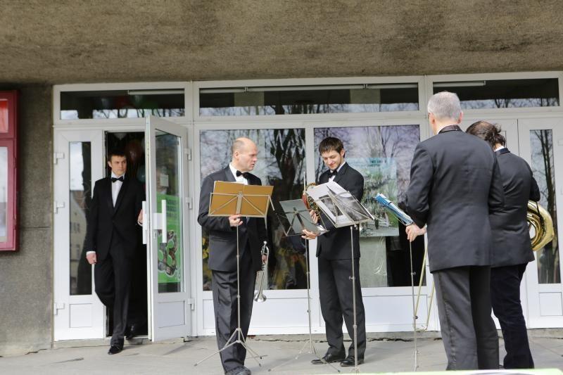 Klaipėdos valstybinis muzikinis teatras pasveikino miestiečius