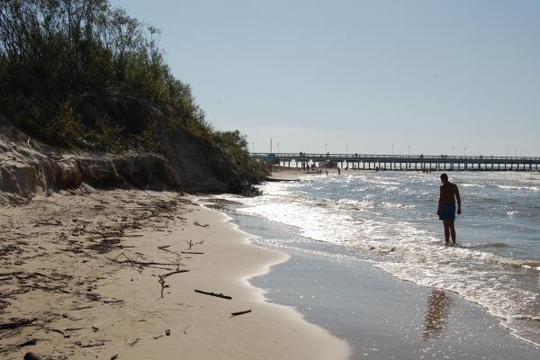 Jūra ardo centrinį Palangos paplūdimį