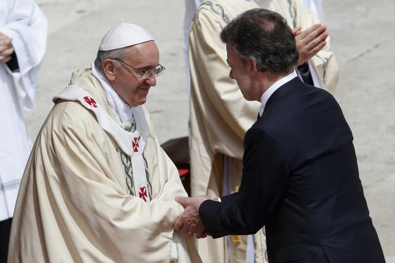 Popiežius Pranciškus kanonizavo šimtus naujų šventųjų