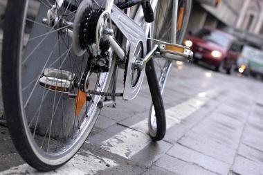 Panevėžio rajone partrenktas dviračiu važiuojantis senolis