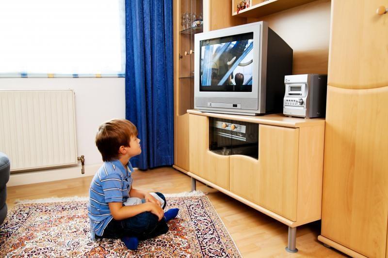 Vis daugiau vaikų susižeidžia ant  jų užkritus televizoriui