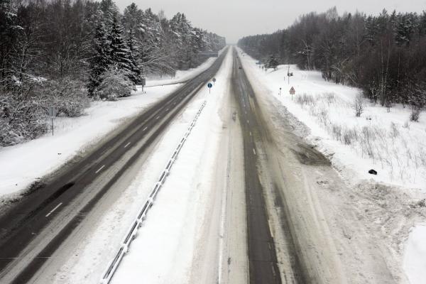 Šiaurės Lietuvoje - plikledis, kitur keliai drėgni
