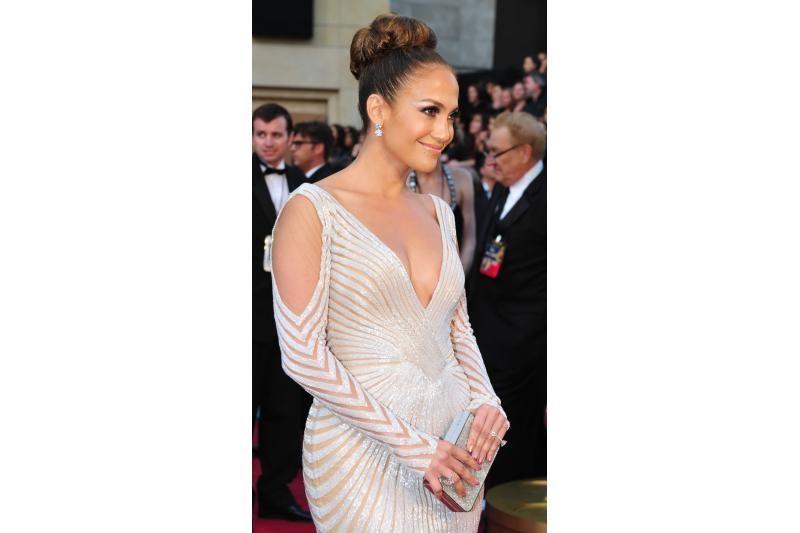 """Nauji """"Twitter"""" veikėjai - A.Jolie koja ir J Lo spenelis"""