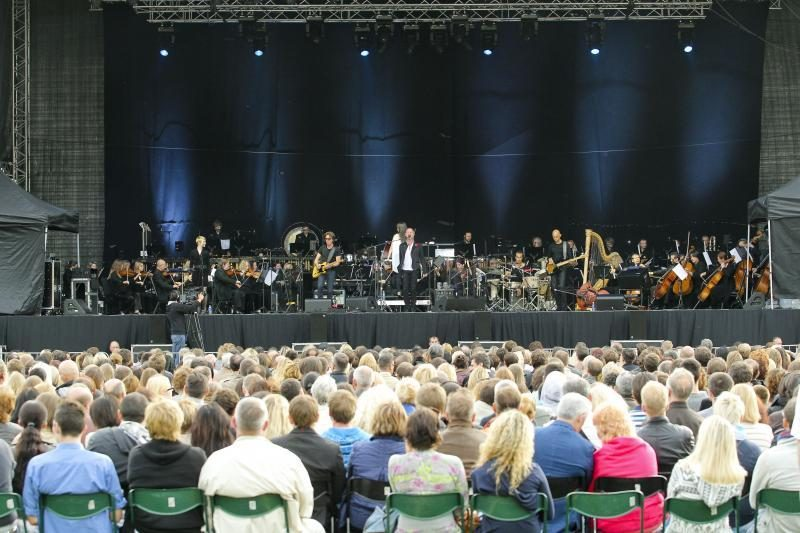 Vilniuje koncertavo Stingas