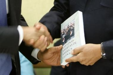 Knyga žaibiškai išpopuliarėjo dviejų prezidentų dėka