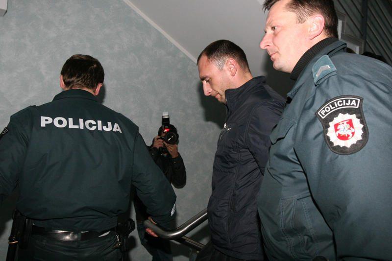 Suimtas moterį iš 7 aukšto išmetęs įtariamasis (papildyta)