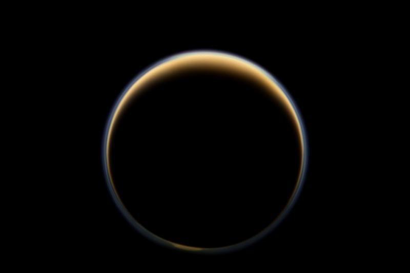 NASA užfiksavo tikrąsias Saturno ir jo palydovo spalvas