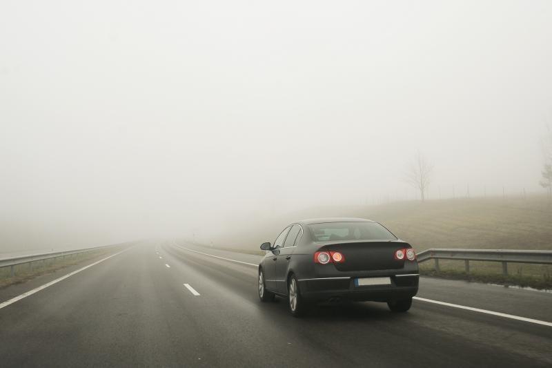 Kelininkai: eismo sąlygas daug kur sunkina rūkas