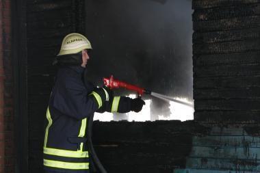 Klaipėdos r. sudegė daržinė ir kombainas