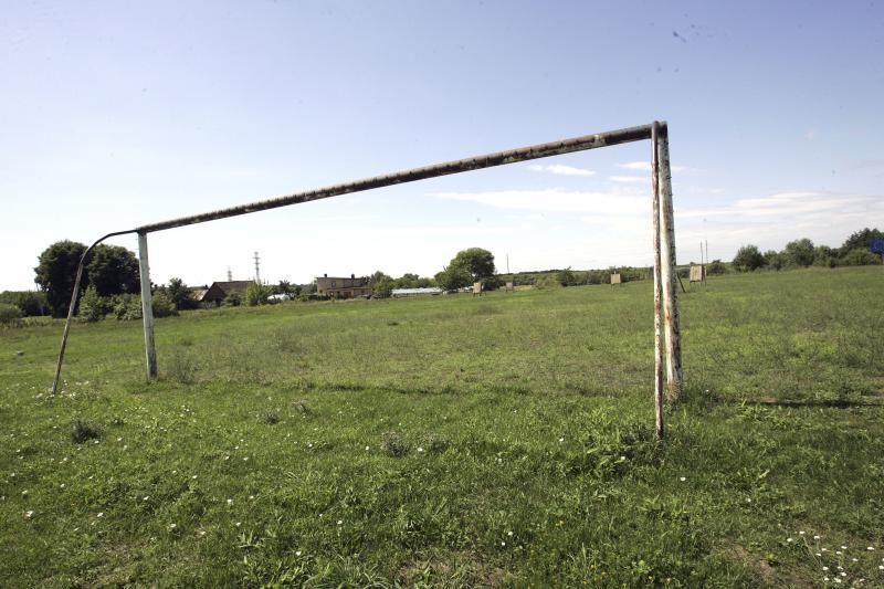 Futbolo mėgėjai į V.Sirokomlės mokyklos stadioną investuos milijonus