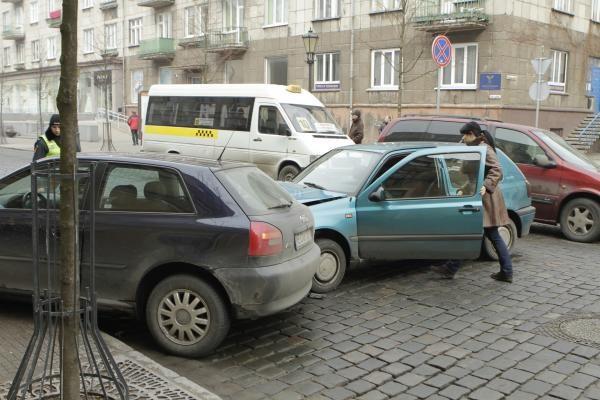 Klaipėdos senamiestyje – automobilių avarija