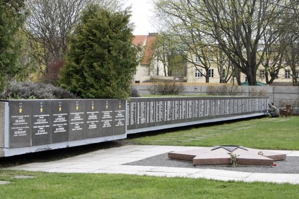 Atnaujintos memoriale iškaltos žuvusių karių pavardės