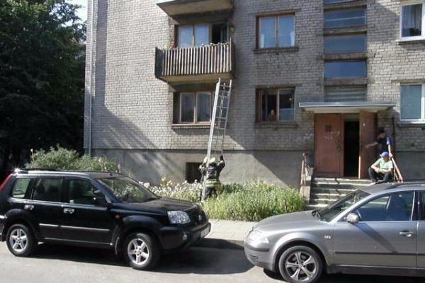 Išgelbėta balkone įstrigusi klaipėdietė