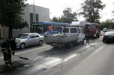 Uostamiesčio Pilies gatvėje eismą trikdė tepalai
