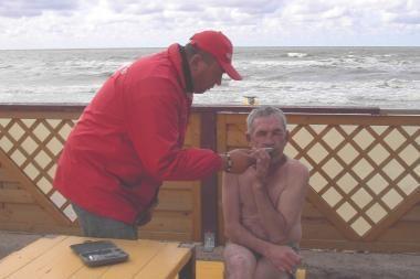 Girtas vyras nėrė į Baltijos bangas