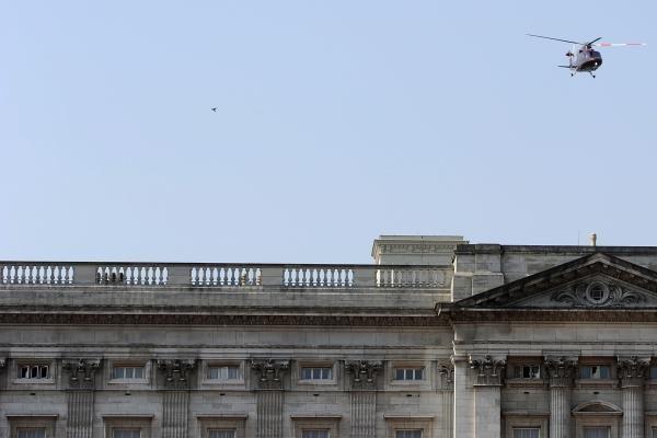 Karališkieji jaunavedžiai iškeliavo iš rūmų sraigtasparniu, kur - paslaptis