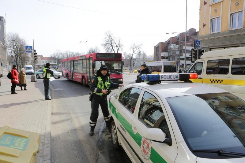 Klaipėdoje autobusas perėjoje nutrenkė mergaitę (papildyta)