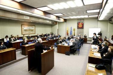 """Klaipėdos savivaldybė teisme siekia atgauti """"vokelius"""" politikams (atnaujinta)"""