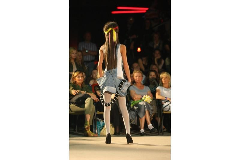 """Mados šou """"Apkalbos 2012"""": dizaineriai įkvėpimo ieškojo ir pas močiutę"""