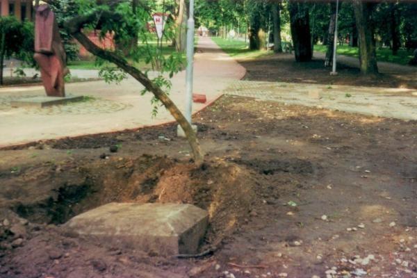 Klaipėdos liberalų paminklas sąjūdžiui – ant svetimo antkapio