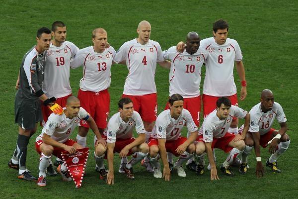 Šveicarai sensacingai parklupdė Europos čempionus ispanus