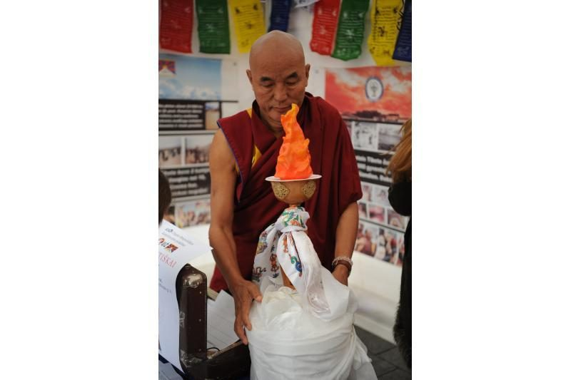 Vilniečiai pasirašo peticiją dėl padėties Tibete