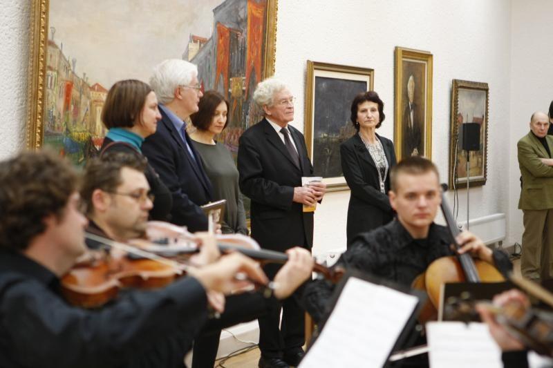 Rekonstruota P.Domšaičio galerija lankytojus sutiko Arbit Blato paroda