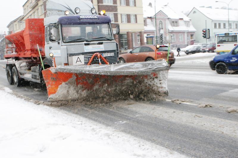 Dėl susidariusio ledo kai kuriuose kelių ruožuose eismas draudžiamas