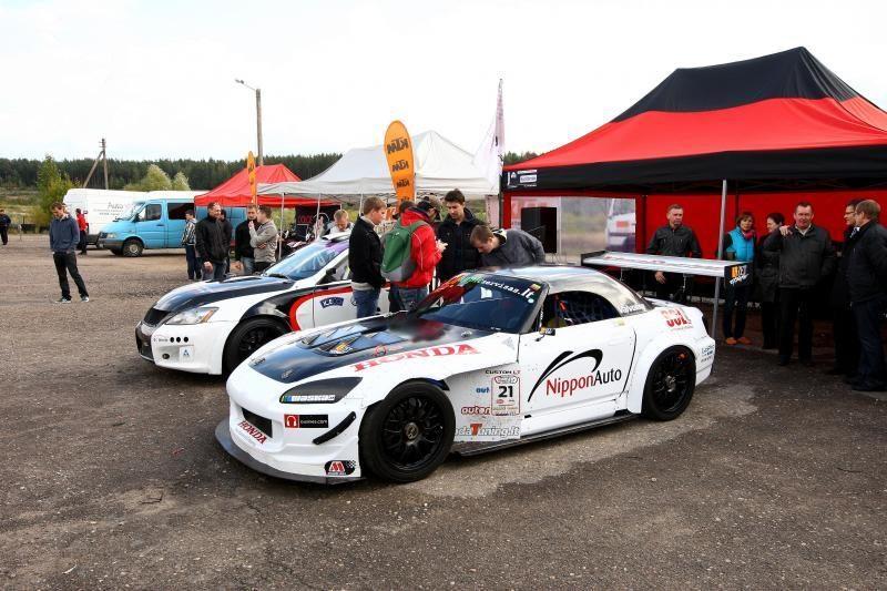 Autosporto mėgėjų šventę  Kačerginėje apniaukė lietus