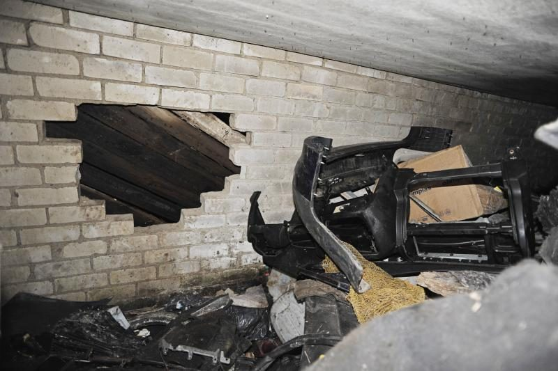 Kauno rajone garažą apšvarino per skylę sienoje
