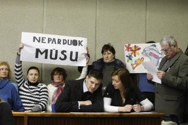 Klaipėdos politikus pasitiko piketuotojai