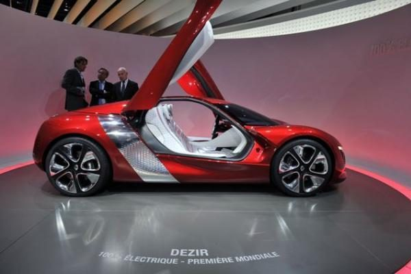 Paryžiaus automobilių paroda: N.Sarkozy susidomėjo
