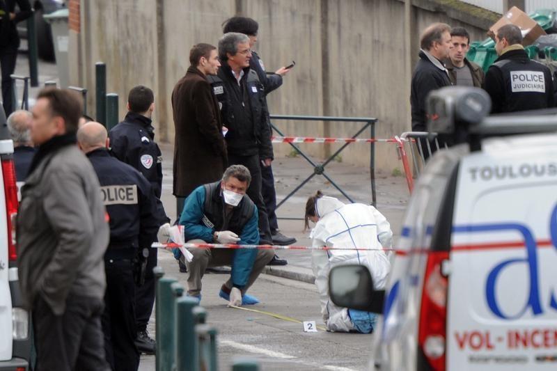 Kruvinas išpuolis sutrikdė Prancūzijos prezidento rinkimų kampaniją