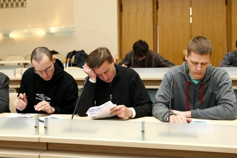 KET egzaminas: vyrai nemėgsta klausimų apie šviesoforus