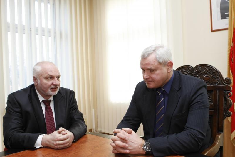 Seimo opozicijos lyderis ir Klaipėdos meras apsikeitė prašymais