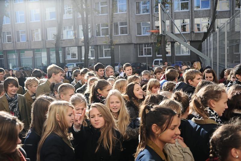 Visuotinėje mankštoje strykčiojo tūkstančiai moksleivių