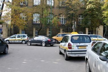 Miesto centrą okupavę taksistai piktina vairuotojus