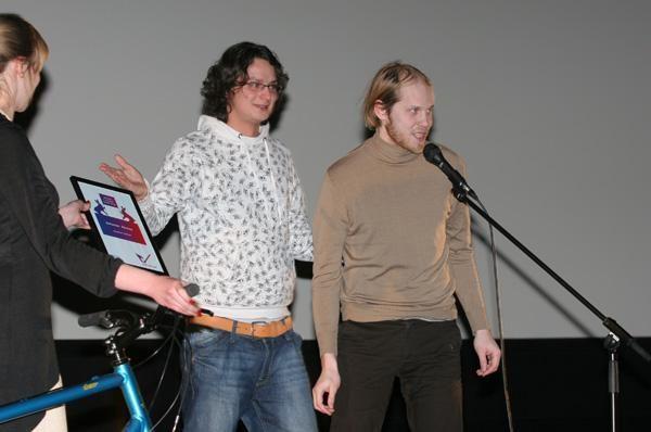 """Apdovanoti """"Pravda 1 minutė"""" filmų kūrėjai"""