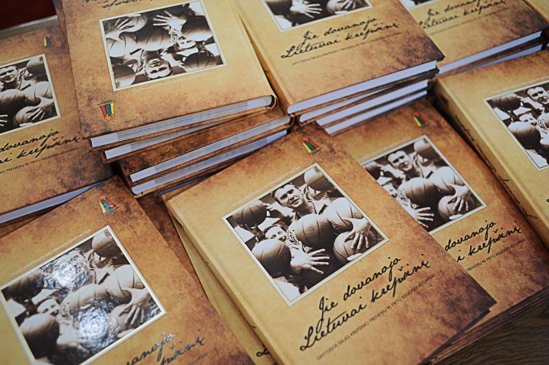 Kaune pristatyta knyga apie krepšinio trenerius