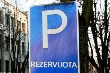 Siūloma vietas mašinoms rezervuoti pigiau