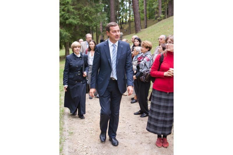 Antakalnio kapinėse įamžintas žydų gelbėtojas A.Schmidas